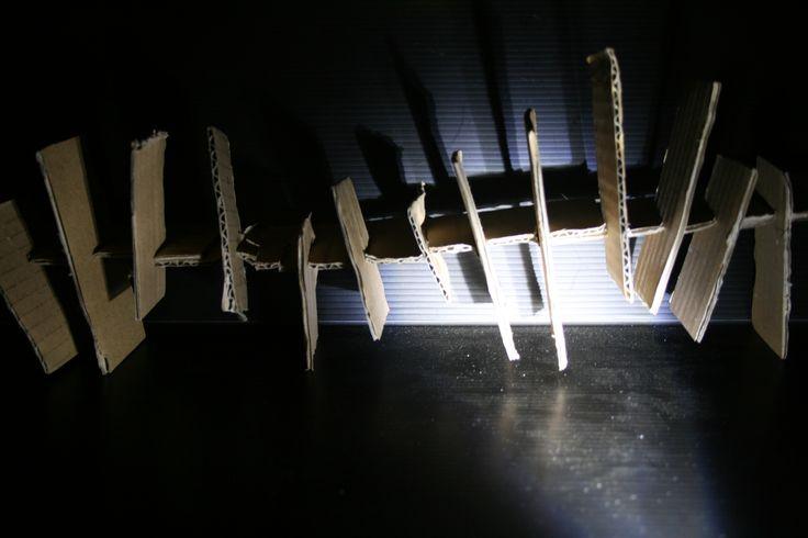"""Perancangan Arsitektur 1. Loud Model by Durra. Cahaya membuat bagian yang aslinya """"berjarak sama"""" terlihat lebih luas/renggang. *Ini juga terpengaruh sudut pandang* :)"""