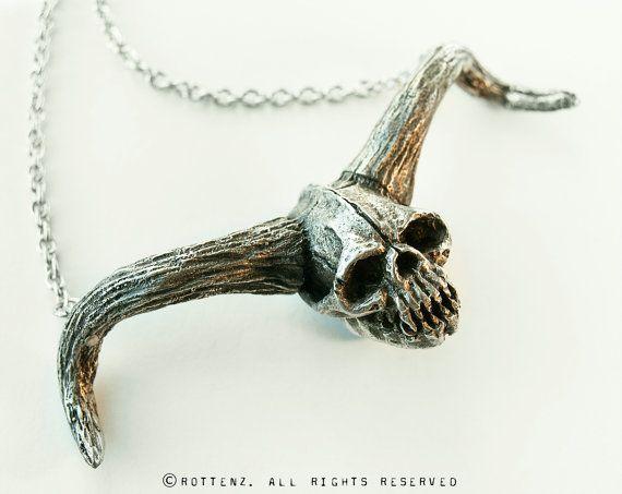 """Crâne de Démon - Pendentif en étain, format 3 3/4"""" x 1 1/2"""""""