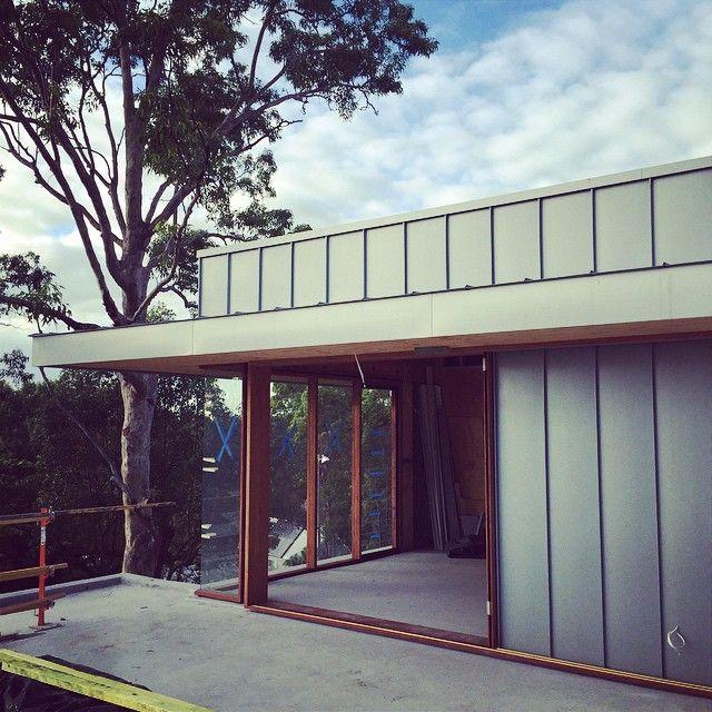 Morning light at 'The Nest'... @shaunlockyer #kalkahome #customhomes #zinc #rosewood #modernism #architecture #houses #australianarchitecture #shaunlockyerarchitects #brisbanebuilder