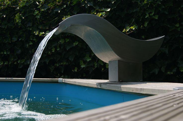 Profitez du doux bruit de l'eau avec cette cascade Birdie LED pour piscines bois ou bassin de jardin | Manubricole.com