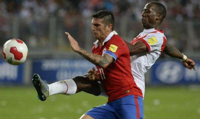 """El puntero de la Selección de Chile reconoció que por momentos no se percibió la diferencia numérica. Además, reclamó que se le corbó un """"penal inexistente"""". Octubre 14, 2015"""