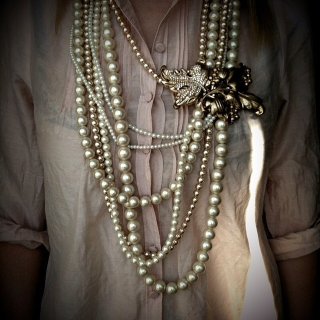 Take a lot of pearl necklaces. Pin them together with grandma brooch. Love this idea !