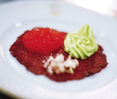 Recept: Rotsaksrakor med forellrom och avokadokräm