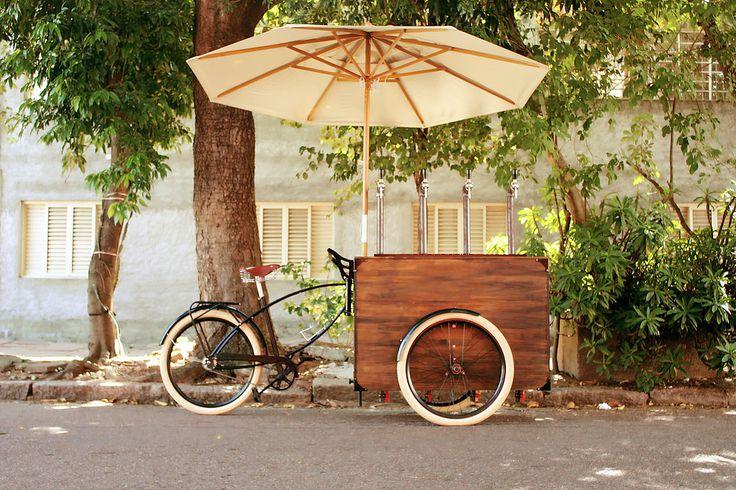 triciclo adaptado para venda ou exposição de comidas, roupas , utilitários ou acessórios e que pode ser personalizado conforme a necessidade do cliente.