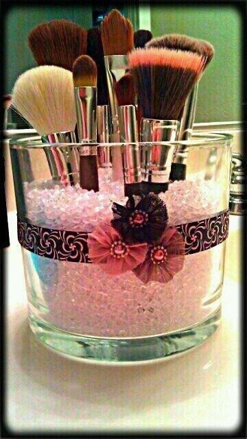 Cute storage idea for makeup brushes, and really easy to grab.