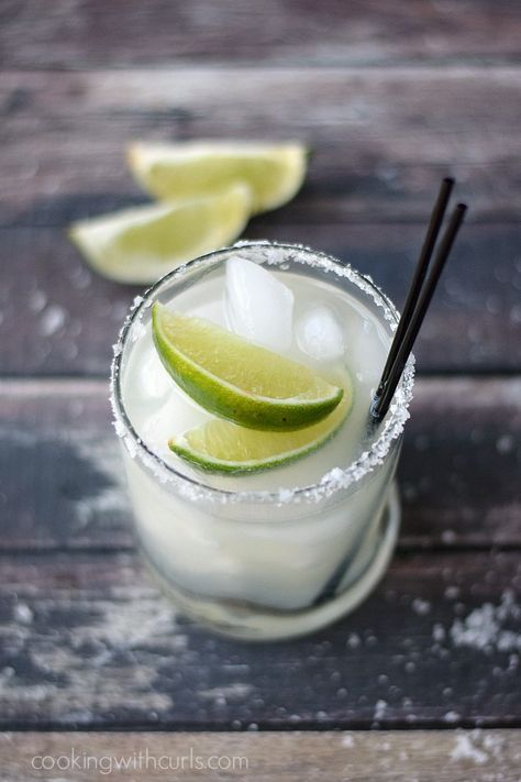 Classic Margarita on the rocks | http://cookingwithcurls.com