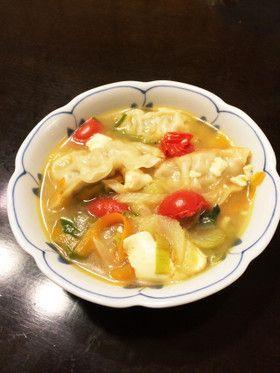 絶品野菜スープに残り餃子投入