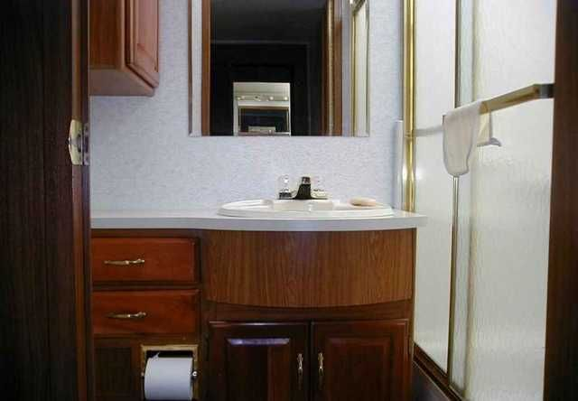 1999 Used Winnebago Chieftain 35U Class A in South Carolina SC.Recreational Vehicle, rv, 1999 Winnebago Chieftain 35U, PRICE REDUCED!!!!! 1999 Winnebago Chieftain WLF35U ONE OF WINNEBAGO'S BEST SELLING FLOORPLANS. This motorhome is loaded with options with a large bedroom wardrobe slide and large living room slide. Second owner, very well maintained, extremely clean inside and out, top of the line coach cherry wood cabinets. Ford Chassis, Triton 6.8 V-10 with 59,000 miles. 5000 Watt…