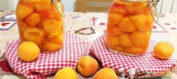 albicocche sciroppate2,5 KG di albicocche 1 litro di acqua 800 gr di zucchero 1 limone    Istruzioni Lavare bene le albicocche e denocciolarle. Per lo sciroppo : mettere l'acqua nel boccale, poi aggiungere lo zucchero e il succo del limone.Cuocere per 15 minuti 90 gradi vel 1 . Mettere le albicocche nei vasetti e schiacciarle un pò. Versare lo sciroppo e chiudere bene i vasetti. Bollire a bagnomaria i vasetti per 30/40 minuti e poi conservare in luogo asciutto.