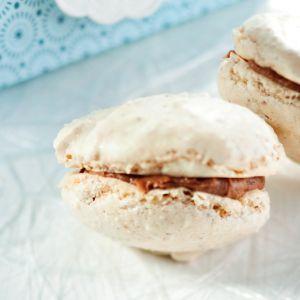 Baileys-täytteiset macaron-leivokset