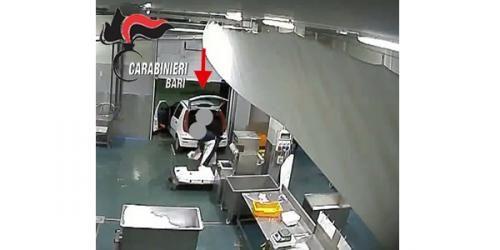 Cronaca: #Rubavano il #pesce per rivenderlo al mercato nero  Arrestati sei dipendenti di unazienda... (link: http://ift.tt/2dM0BDc )