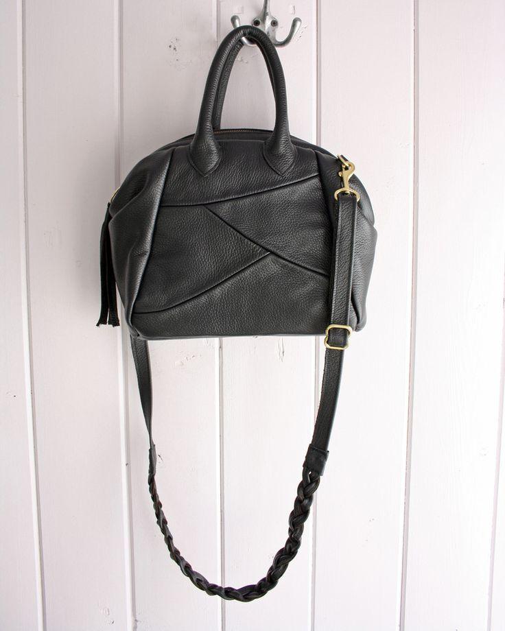 Cascadia Handbag in black leather