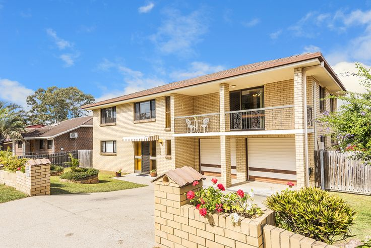 CARINDALE 101 Meadowlands Road...This classic double storey brick home rests on 643m2 in a prominent Carindale location