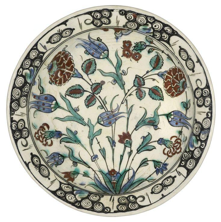 An Iznik polychrome pottery dish, Turkey, late 16th century | Lot | Sotheby's