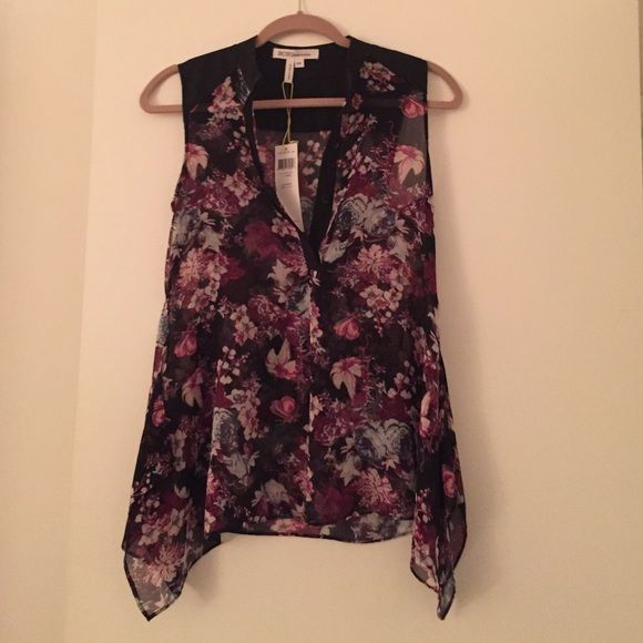 30% off bundles!! NWT floral BCBGeneration top Beautiful top that I outgrew before I got to wear it!! Size XXS never worn BCBGeneration Tops