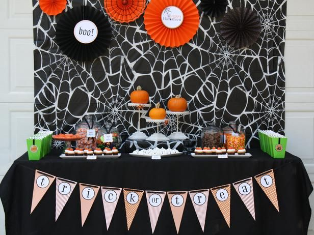 Halloween Table Settings and Decorations: Set a playful spider web tablecloth as the backdrop and enhanced it with inexpensive paper Halloween fans. Put the pumpkins on cake stands to make them the focal point of the table.  #Halloween #crafts #party: Halloween Decorations, Parties Decorations, Halloween Pumpkin, Pumpkin Carvings, Decoration Ideas, Party Table, Party Ideas, Halloween Party