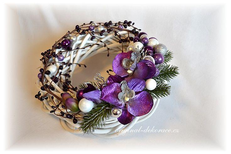 Vánoční věnec na dveře - fialová orchidej