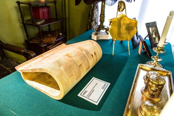 Пожалуй, самые интересные предметы, сделанные молодыми российскими дизайнерами, были показаны на этой выставке. Посетители узнали об их создателях и прониклись духом национального дизайна. А вещи действительно замечательные