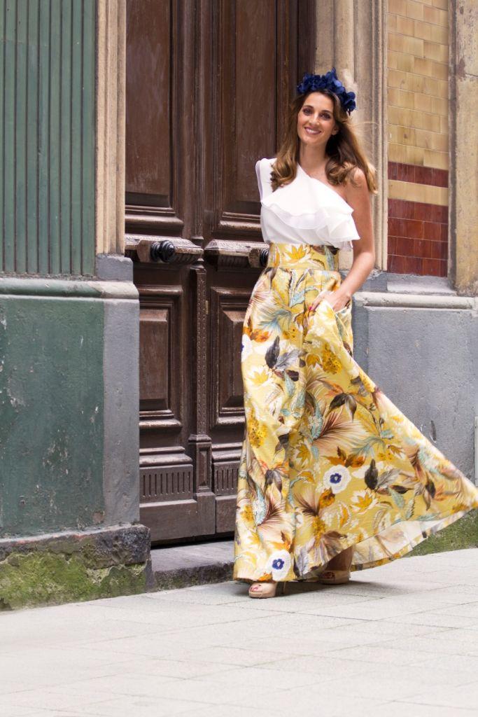 Faldas con un encanto especial, esta en particular con tonos en amarillo y marrón, con un estampado muy otoñal.