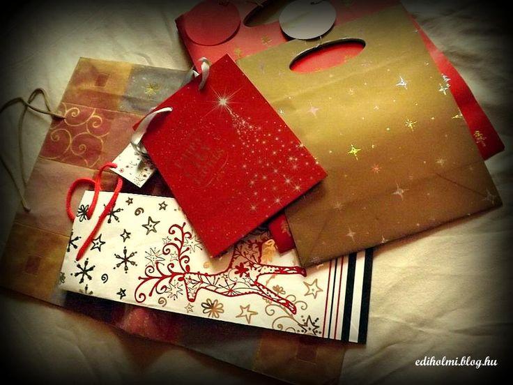 Ha+az+ajándékok+csomagolása+terén+nem+is+élsz+a+létező+legegyszerűbb+megoldással-+papír+ajándéktasakban+történő+átadás-+biztosan+került+már+kezedbe,+mástól+kapott+ajándék+formájában+ez+a+bizonyos+tasak. Sőt,+az+ünnepi+készülődés+alatt+rájöttél,+hogy+van+néhány+(+nálunk+átlagosan+10-20+db...+)+papír…