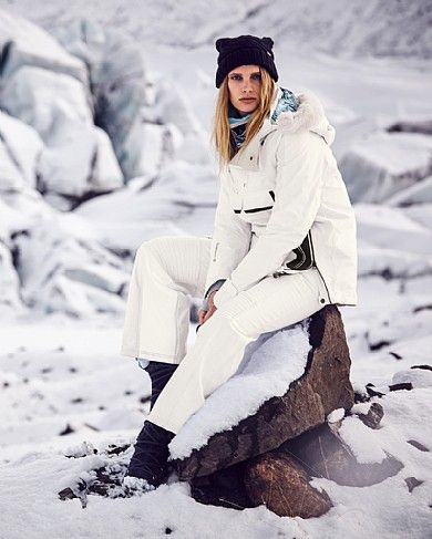 Designed for the slopes, these salopettes are as chic as they are functional. Crafted from wind and waterproof fabric with fleece lining, this pair is woven with a hint of stretch for ease of movement and cut durable abrasion-resistant panels on the inner leg - perfect for preventing wear and tear from snow boots. Use the myriad of pockets to stow your lift pass and sunblock. The detachable bib and belt ensures they can be worn as a pant or dungarees.