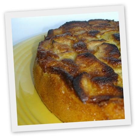 Le pommé breton est une spécialité de la région rennaise. On le retrouve soit sous forme de chausson aux pommes soit sous forme de gateau aux pommes.