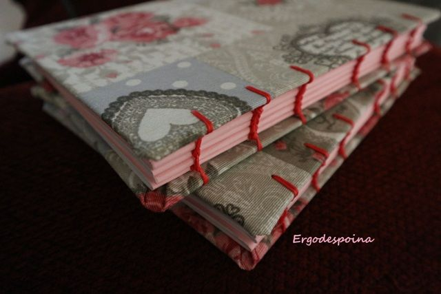 Coptic stich binding notebook with floral fabric and pink details Δεμένο στο χέρι σημειωματάριο ντυμένο με φλοράλ ύφασμα.