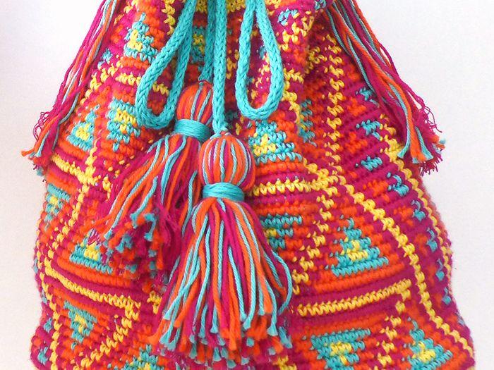 Grooos coup de cœur pour lessacscolombiens Wayuu ! Alors forcément j'ai voulu en faire un, même si le crochet et moi ce n'est pas encore ça, je me suis l