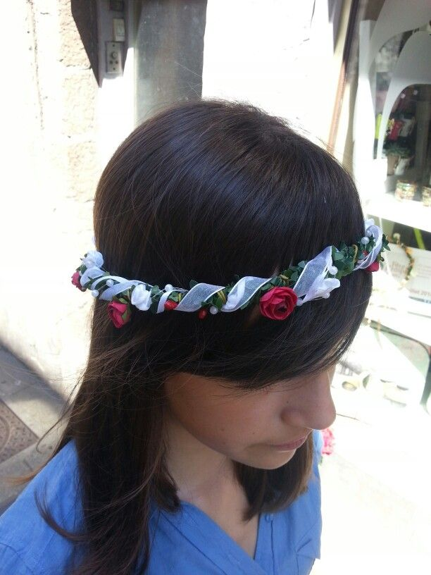 Bandeau à cheveux avec fleurs rouges et ruban blanc - Fait-main par Brin d'ambiance Dinan Headband with red flowers and white ribbons - Hand made by Brin d'ambiance Dinan