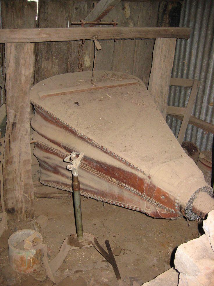 Old bellow - Kézi kovácsolás – Wikipédia
