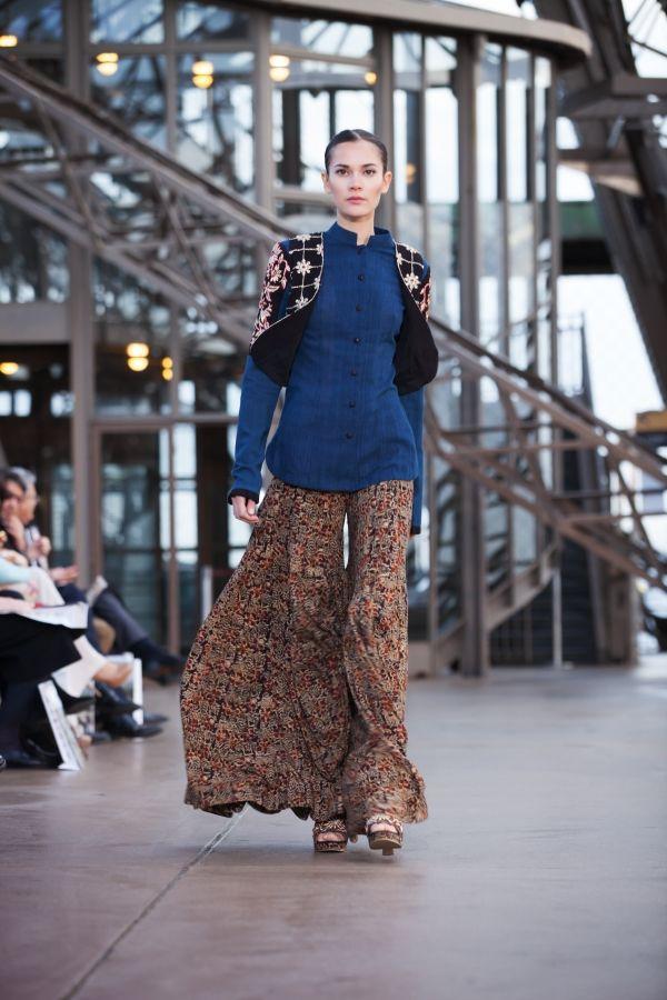 #shilpareddystudio #fashion #malkha #indian #parisian #eiffeltower #fashionshow #jessicaminhanh #autumn/winter #dress #paris #shilpareddy #shrug #kalamkari #print