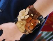 Bracciale in pelle con fiori in colori naturali - artesanum com