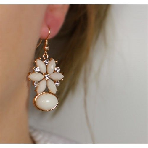 Náušnice Henlay Beige | Womanology.sk #earrings #fashionjewelry #fashionjewellery #costumejewelry #costumejewellery #bijouterie #bijoux #fashion #style #accessories
