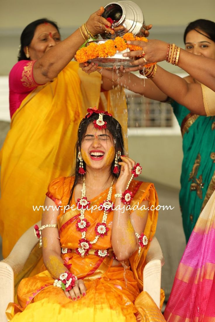 Fresh flower jewellery for brides , nalugu haldi and