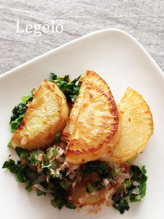 turnips fried in sesame oil flavoured with dashi and katsubushi かぶソテー☆白だし×ごま油で簡単おいしい by Legelo