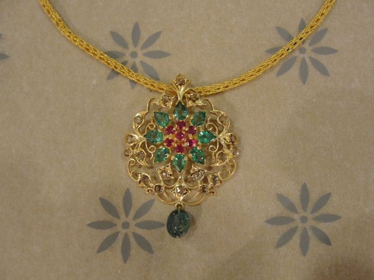 Shop South-Indian Pendant Online at Gehna in India for Valentine's Day Gifts.