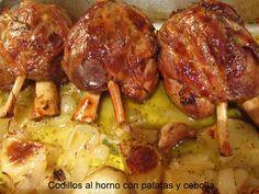 Ingredientes 4 personas: 3 codillos de cerdo 2 patatas grandes 1 cabeza de ajos I cebolla grande 1 copa de coñac o brandy 100 ml de vino bl...