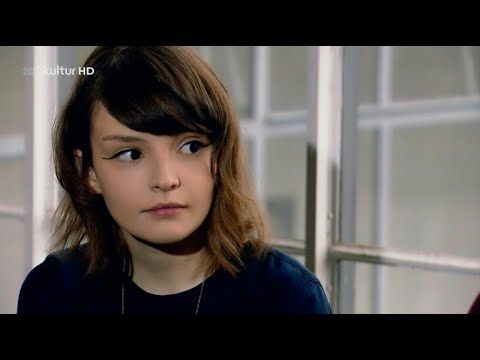 CHVRCHES Live in HD at Bauhaus 2013 - YouTube // Quality back giler please!