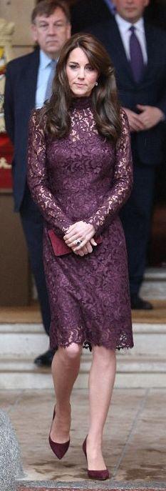 Vestido color uva en encaje