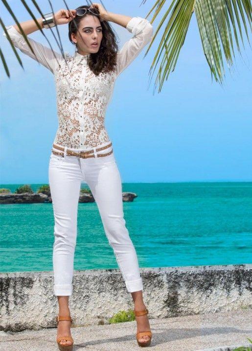 12 - Blusa S206928 - Jeans S130791 - Calzado S083127 - Gafas S212780 - Pulsera S213361