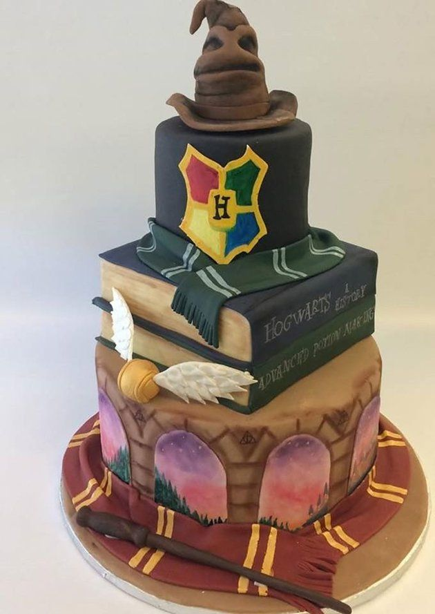This Magical 'Harry Potter' Cake Is What Wedding Dreams Are Made Of<---This cake is so cool!!!!!!!!!!!!!