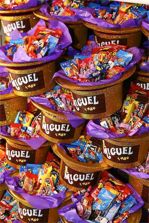 MR. Willy Wonka e sua Incrível Fábrica de Chocolates nos encanta há mais de 03 décadas e ainda hoje, nos faz sonhar com seus rios de ch...