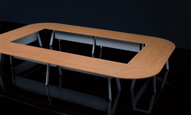 Modułowy stół do sali konferencyjnej. Zdjęcie ze strony: http://www.arteam.pl/kolekcja/meble-konferencyjne/simplic/