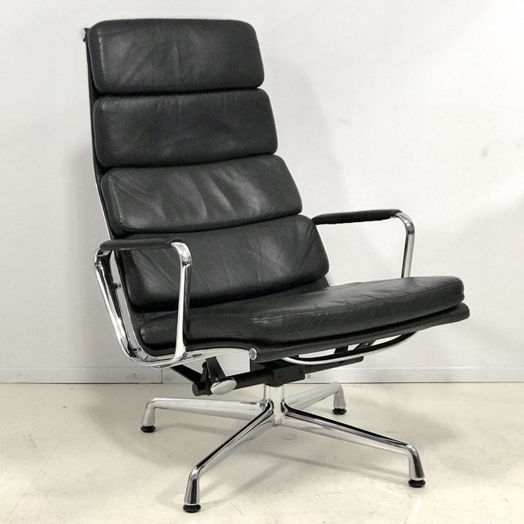 For sale ea222 aluminiumgroup lounge chair by charles