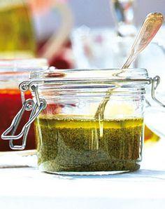 Walnusspesto mit Minze und Petersilie - Rezepte - [LIVING AT HOME]