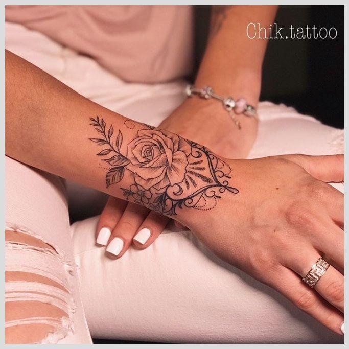 Tattoo unterarm frau mandala