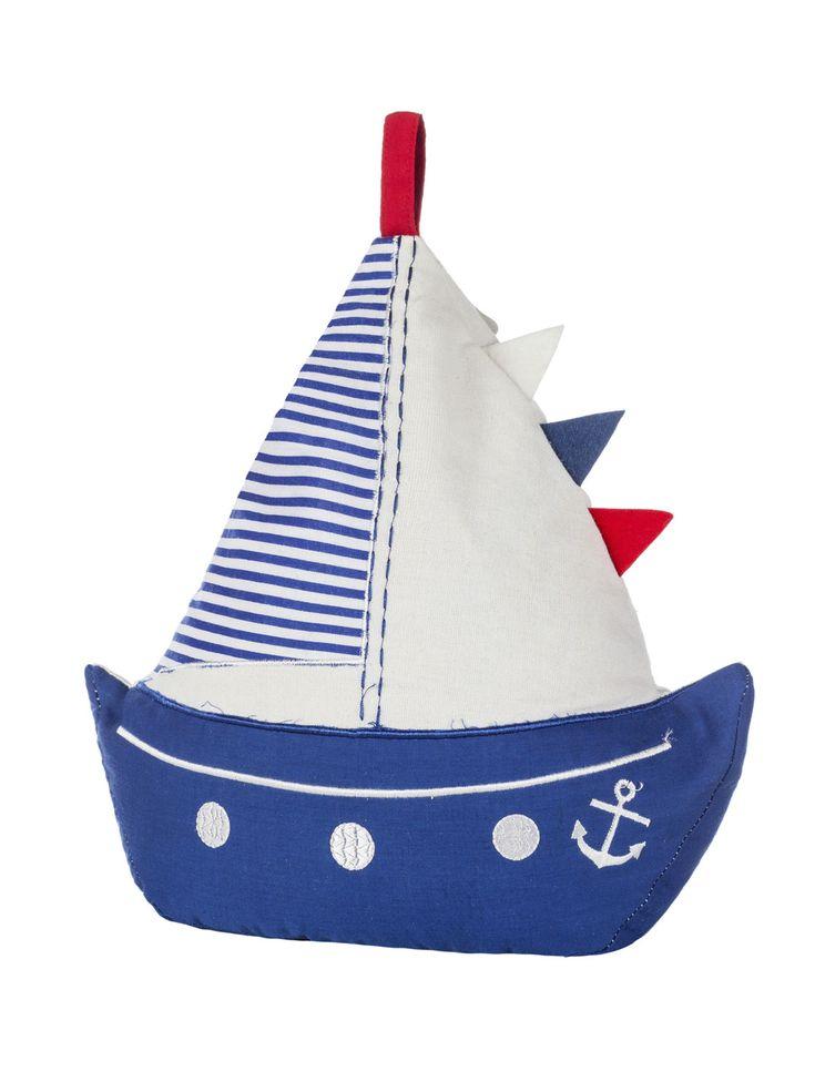 Toller Türstopper in Form eines Segelbootes. Liebevoll gestaltet mit schönen Details. Ob für das Kinderzimmer oder jede andere Tür, dieser Türstopper in den klassischen maritimen Farben blau, weiß, rot ist immer eine gute Wahl.