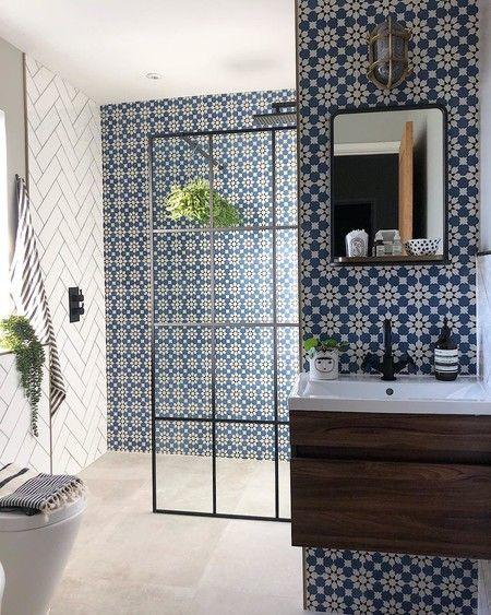 Mezclando azulejos, cuartos de baño que mezclan dos, tres ...