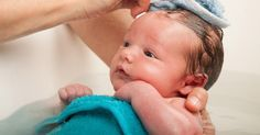 Vous n'avez jamais donné un bain à un nourrisson et vous ne savez pas comment vous y prendre? Voici un petit mode d'emploi pratique qui vous explique quoi faire étape par étape.