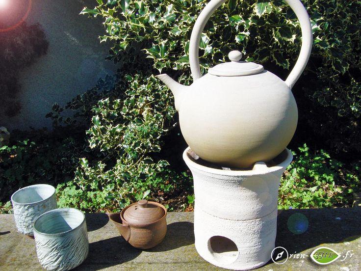 Magnifiques nilù et bouilloire en terre pour chauffer l'eau de son thé ! https://www.orien-the.fr/materiel/preparation/bouilloires/nilu-et-bouilloire-en-terre-a-feu-par-je-le-potier/